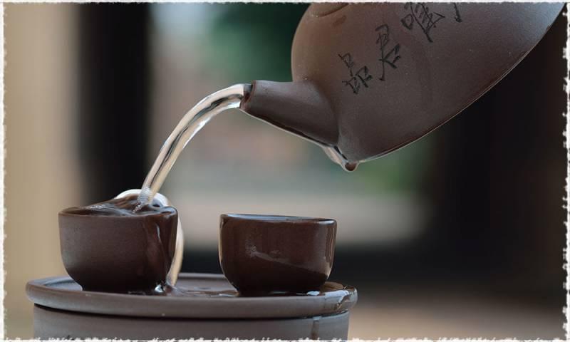 Hoàng đế và chiếc ấm trà